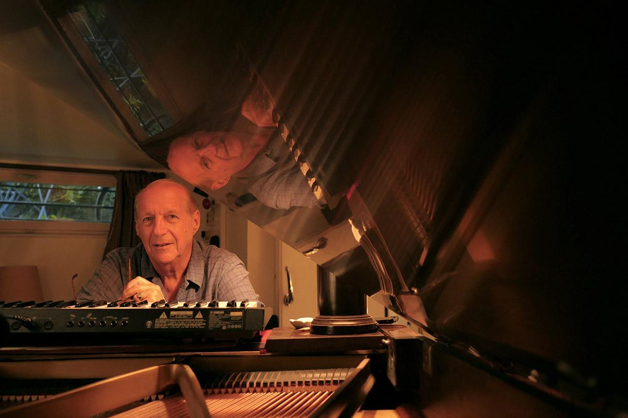 Alain Mion, Auteur, Compositeur et Musicien à Bourg-La-Reine. Photo de Rémy Barreyat pour 10point15.