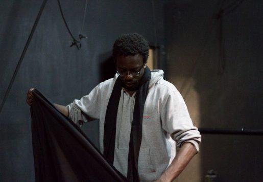 Malick Gaye, Chargé de production et Metteur en scène à Bordeaux. Photo de Aurélien Sanchez pour 10point15.