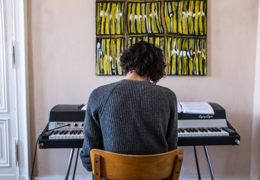 Amine Mesnaoui, Compositeur et Pianiste à Berlin. Photo de Héloïse Faure pour 10point15.