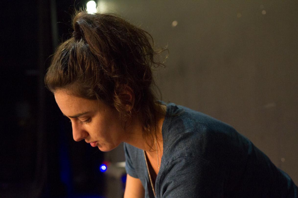 Marine Flores, Technicienne lumière à Paris.