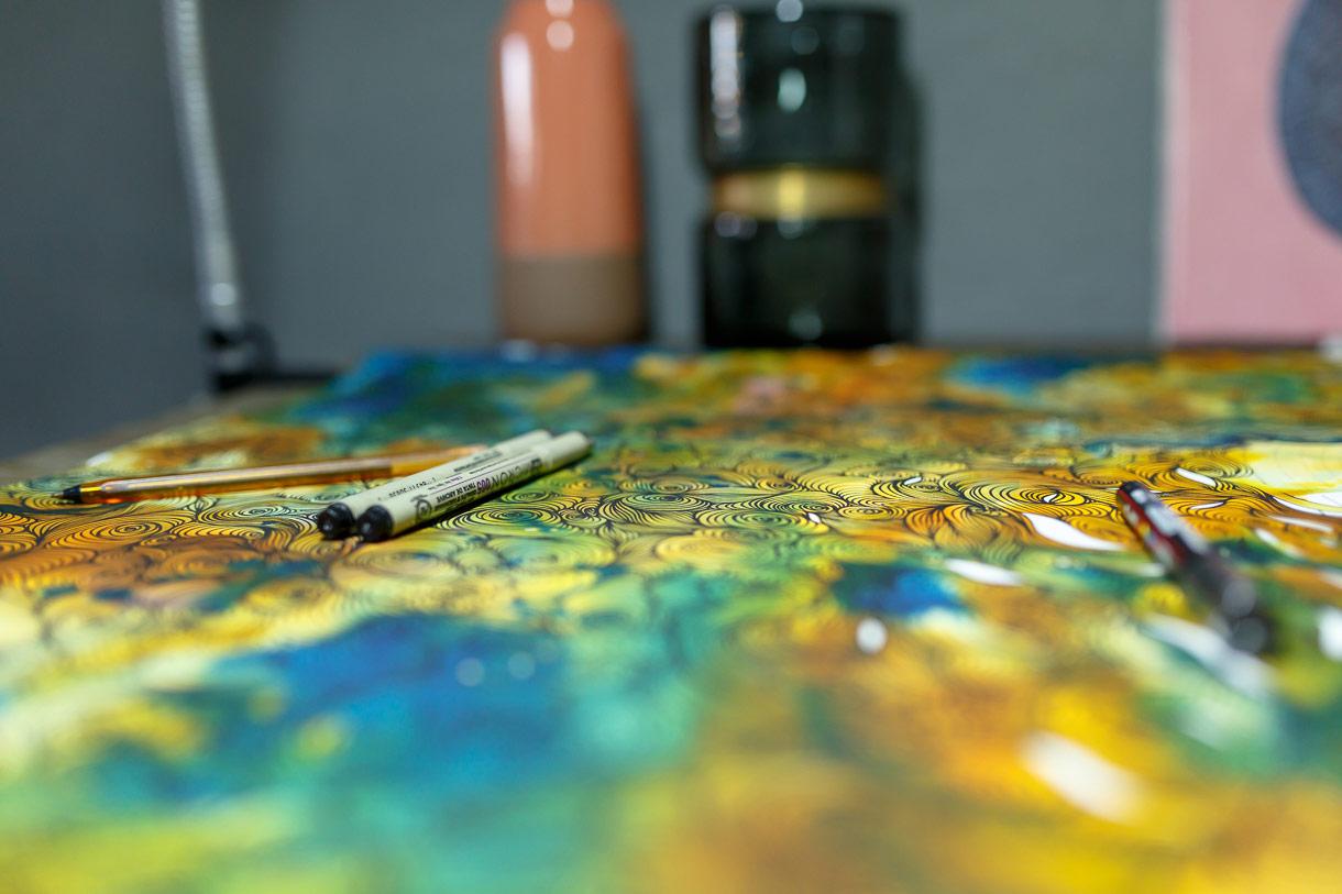 """Nicolas """"Odö"""" Leborgne, Créateur, Graphiste et Peintre à Biarritz. Photo de Damien Dohmen pour 10point15."""