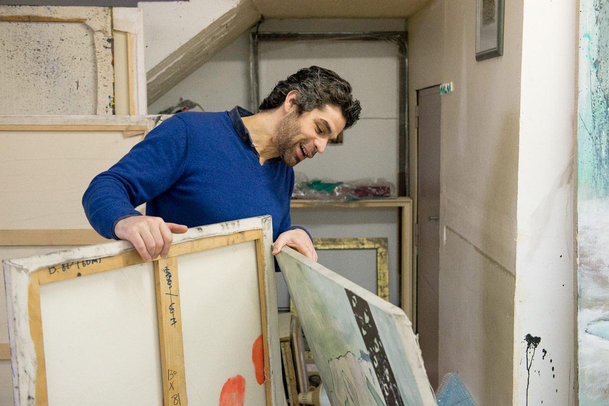 Walaa Dakak, Peintre à Montreuil. Photo de Sébastien Dehesdin pour 10point15.