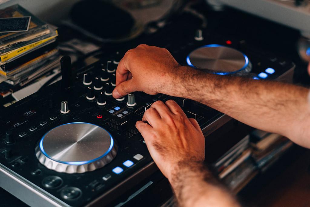 Mike Stellar, Designer sonore et DJ à Lisbonne.